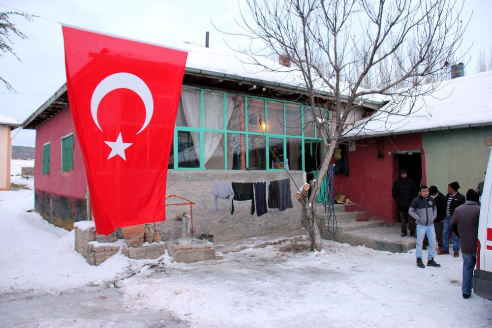 Oktay Durak'ın Yozgat'taki babaevine ateş düştü.