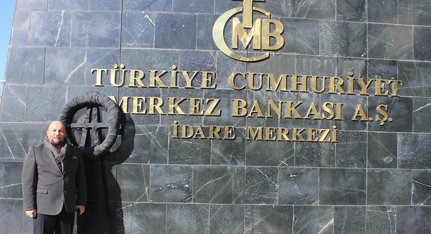 Aylarca faiz indiren Merkez Bankası'na siyah çelenkli protesto