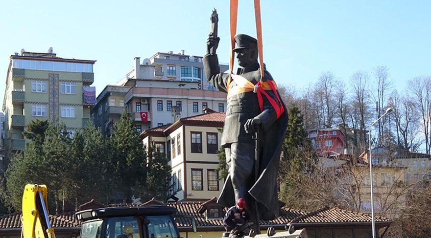 Son dakika haberi... Atatürk heykeli indirilirken çekilen fotoğrafa soruşturma