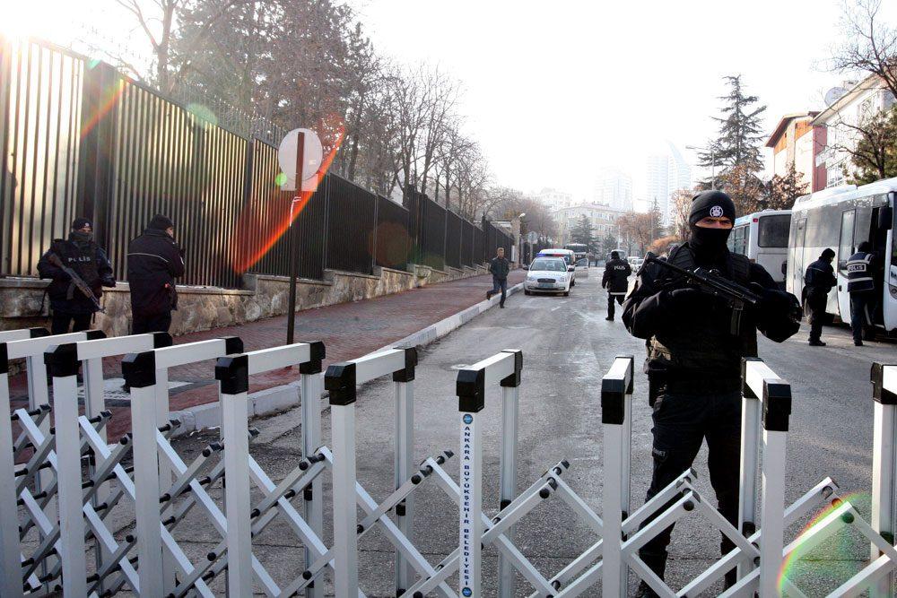 FOTO:Zekeriya ALBAYRAK/SÖZCÜ Emniyet güçleri sanat merkezinin bulunduğu bölgede geniş güvenlik önlemleri aldı.
