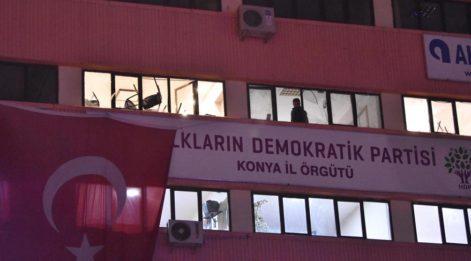 300 kişilik grup, HDP İl Başkanlığı binasına girdi