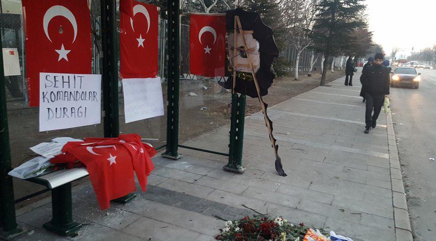 Kayseri'de bombalı saldırının ardından durağa 'Şehit Komandolar' yazısı