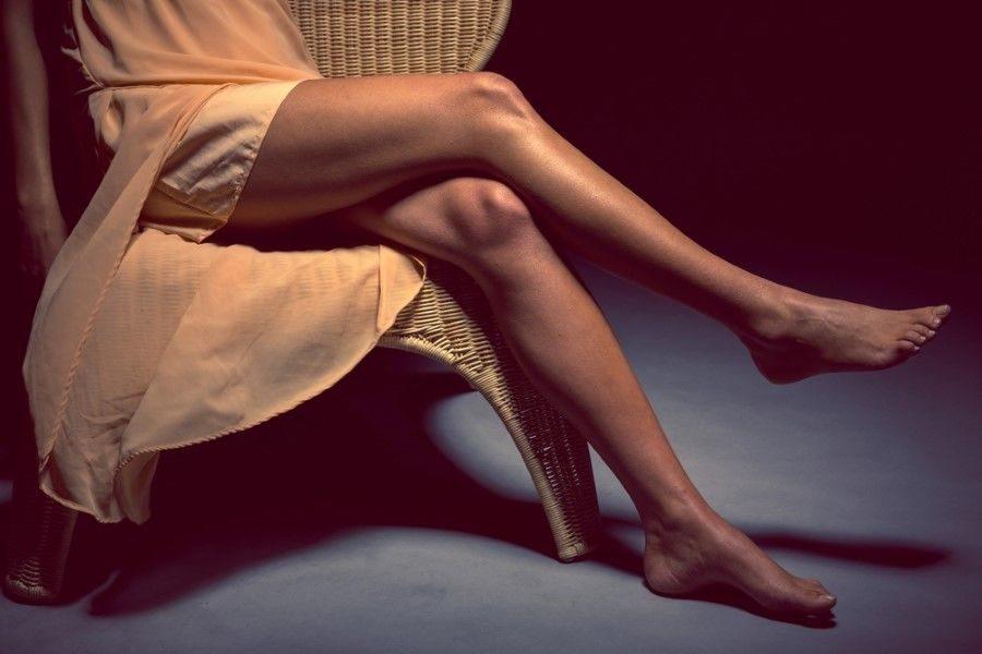 Bacak bacak üstüne atmak zararlı mı