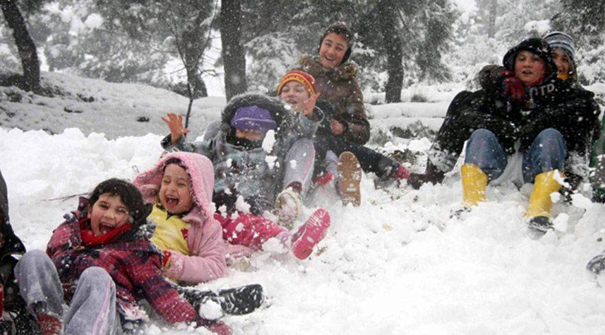 Hava şartları nedeniyle Pülümür'de okullar tatil edildi