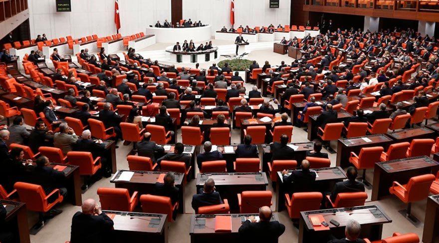 Meclis'te yeni anayasanın referanduma gidebilmesi için en az 14 MHP'li vekilin oyuna ihtiyaç var.