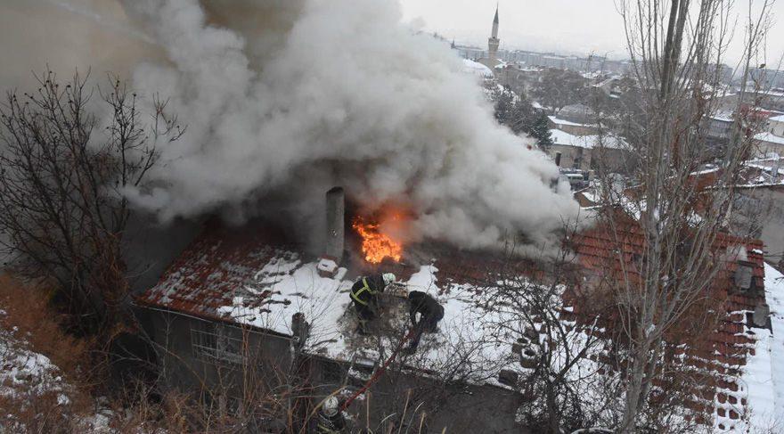 Annelerinin kapıyı kilitleyip evde bıraktığı iki çocuk yangında öldü