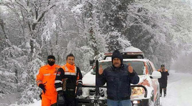 Çanakkale'de AFAD karda mahsur kalan 4 kişiyi kurtardı