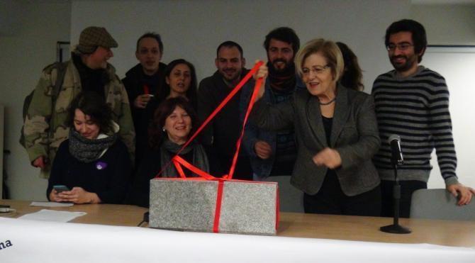 Martı Projesinin mimari Hakan Kıran'a, 'Beton' hediyesi