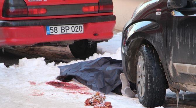 5 çocuk annesi kadın sokakta bıçaklanarak öldürüldü