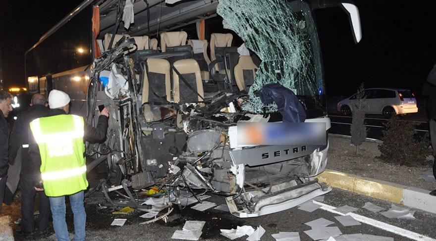 Uşak'ta feci kaza 1 ölü 12 yaralı