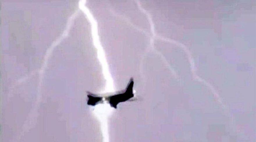 Son dakika Havada korku dolu o an kameralara böyle yansıdı