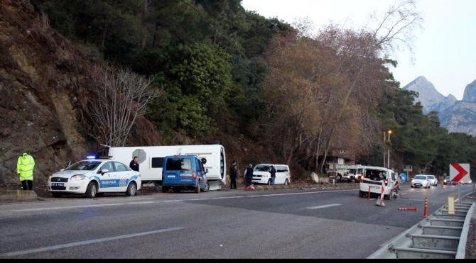 Antalya'da otel servisi kaza yaptı: 16 yaralı