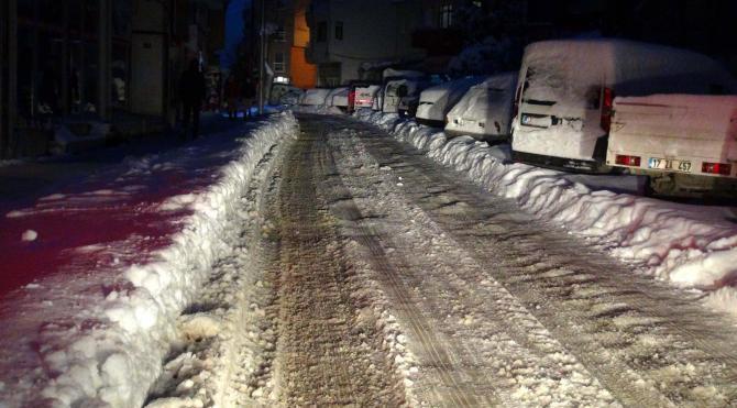 Kar yağışı Biga'da hayatı olumsuz etkiliyor