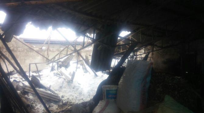 Kar, kümeslerin çatılarını çökertti
