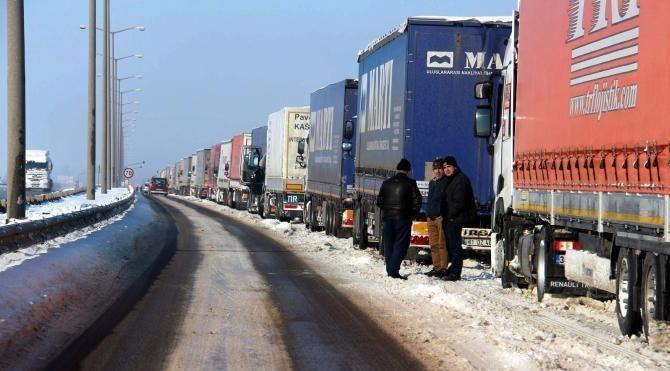 Bulgaristan ve Yunanistan'a açılan kapılarda TIR kuyruğu