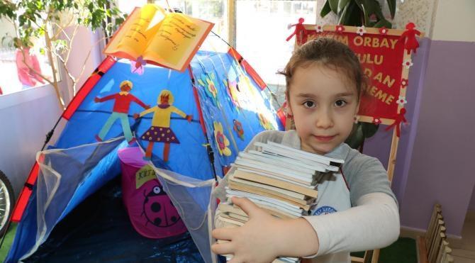 Kitap toplamak için okula çadır kuruldu