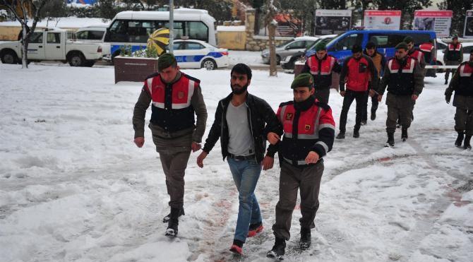 Terör örgütü propagandası yapan 3 işçi adliyeye sevk edildi