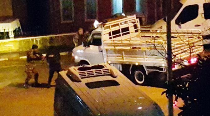 Çevik Kuvvet önündeki kaza güvenlik güçlerini alarma geçirdi