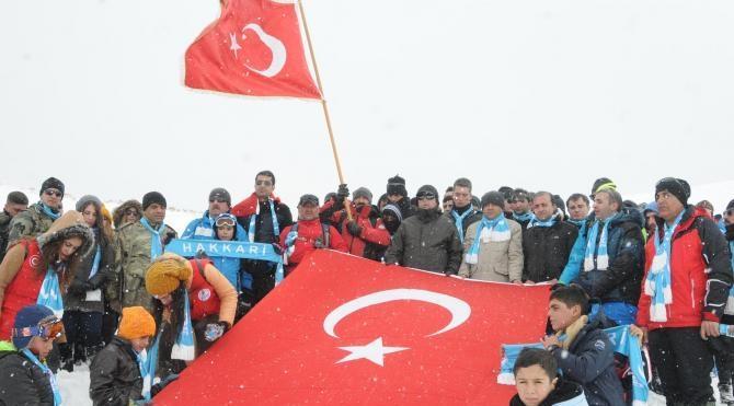 Van ve Hakkari ve Bitlis'te binlerce kişi Sarıkamış şehitleri için yürüyüş
