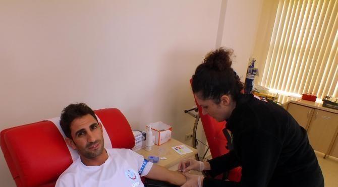 Hayat kurtaran sağlıkçılar kan bağışladı