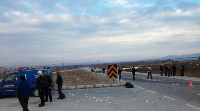 Kontrolden çıkan otomobil takla attı 1 ölü 1 yaralı