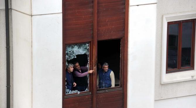 Ak Parti İl Başkanlığı'na yapılan saldırının izleri gündüz ortaya çıktı