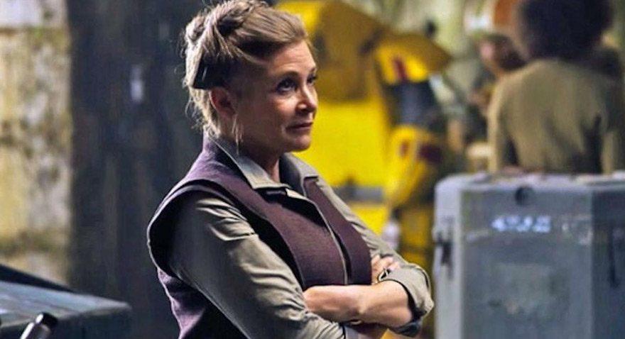 Fisher geçen sene vizyona giren Star Wars'un 7. filminin çekimlerinde.