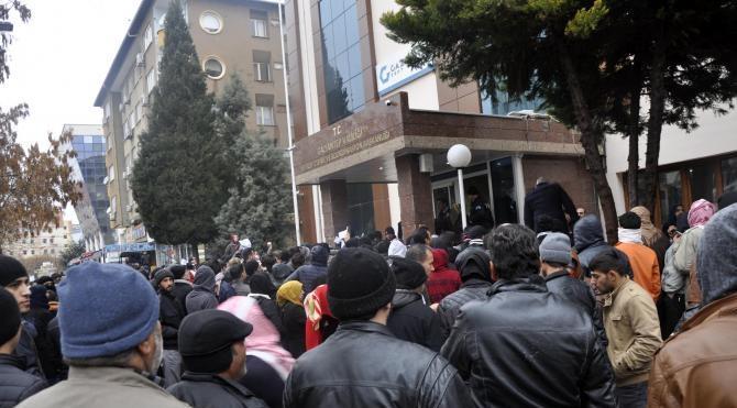Gaziantep'te, Suriyelilerin geçici ikamet izdihamı