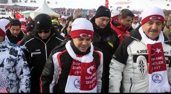Sarıkamış şehitleri için 7'den 70'e 25 bin kişi karda yürüdü