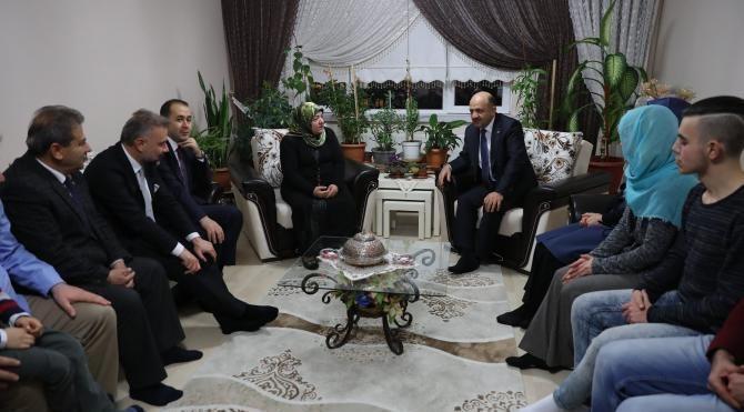 Bakan Fikri Işık Ankara'daki şehit ailelerini ziyaret etti