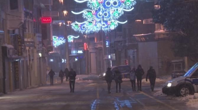 İstanbul'da kar yağışı bu gece de etkili oldu