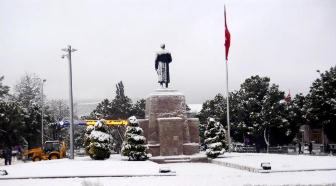 Muğla'ya 6 yıl sonra kar yağdı bazı ilçelerde okullar tatil edildi