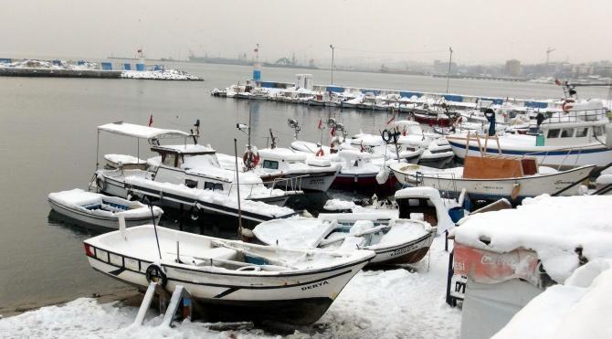 Tekirdağ'da ağları donan balıkçılar denize açılamadı