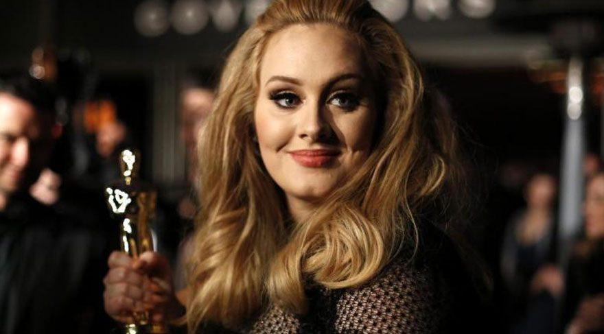 Grammy Adele'den sorulur