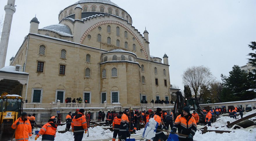 Ataköy Camii'nde tente faciası: Bir ölü 40 yaralı