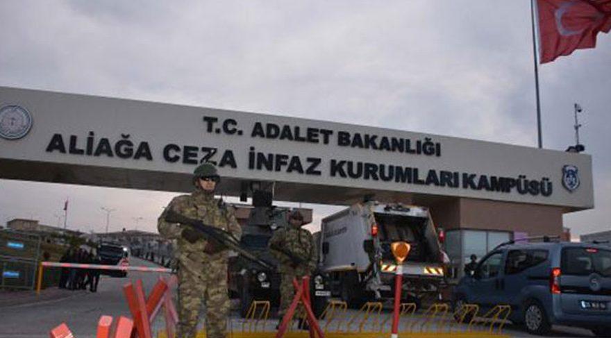 İzmir'deki FETÖ davasında 30 avukat istifa etti