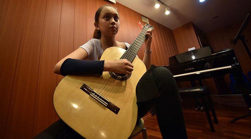 13 yaşındaki Aylin Çelik Romanya'da birinci oldu