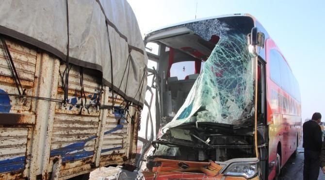 Şanlıurfa'da zincirleme kaza: 23 yaralı