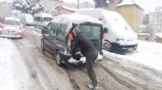 Sürücülerin buzla yolla imtihanı