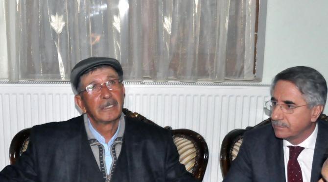 Şehit Ömer Halisdemir'in babası şehit Fethi Sekin'in ailesine taziyede bulundu