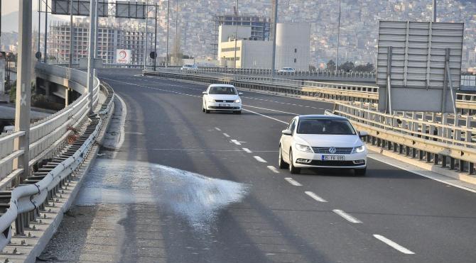 İzmir'de gece boyunca yollar tuzlanarak önlem alındı