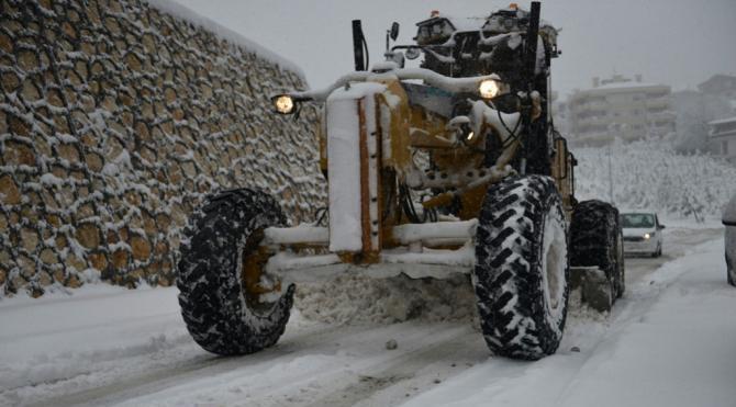 Bursa'da kardan kapanan 149 mahalle yolu açıldı, deniz ulaşımı aksıyor