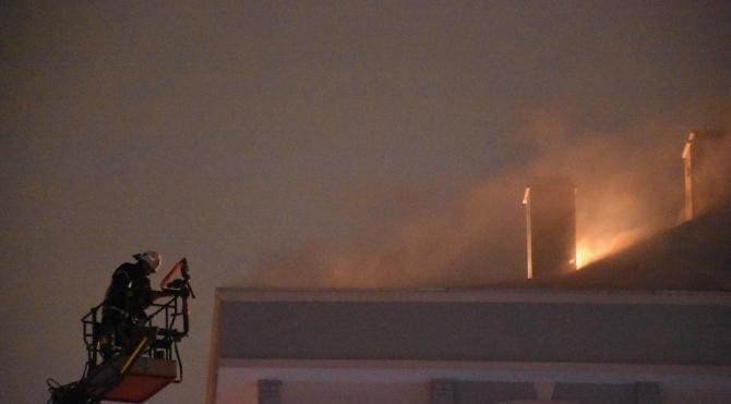 Çatı katında çıkan yangın korkuttu
