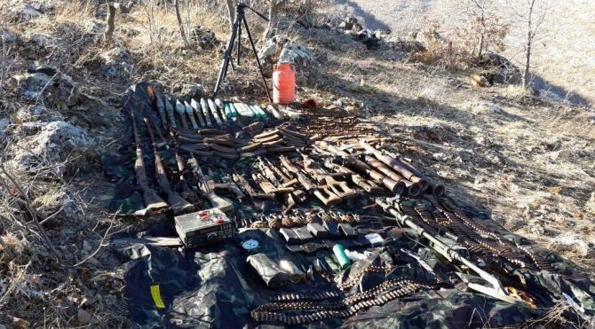 Hasankeyf'te PKK'nın silahları bulundu