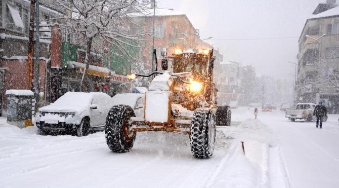 Antalya'da kar nedeniyle yollar kapandı