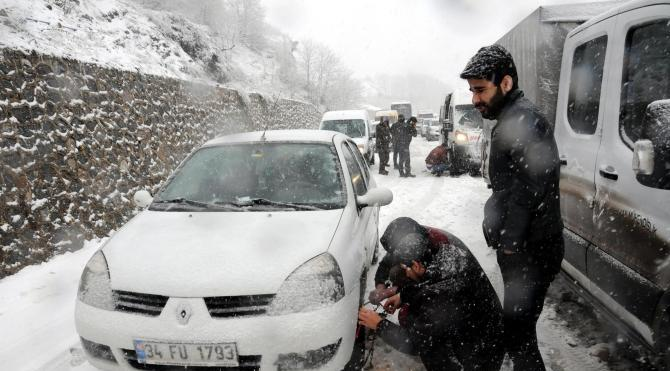 Zonguldak'ta kar ulaşımı aksattı