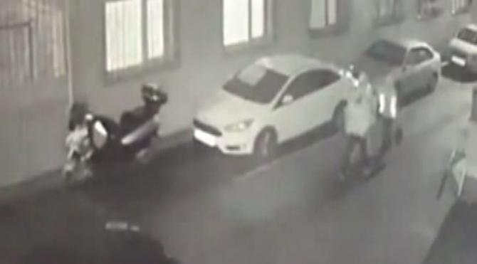 Fatih'te otomobil kundaklayan 1 kişi yakalandı
