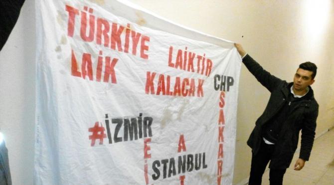 'Türkiye laiktir, laik kalacak' pankartı açan 3 genç tartaklandı