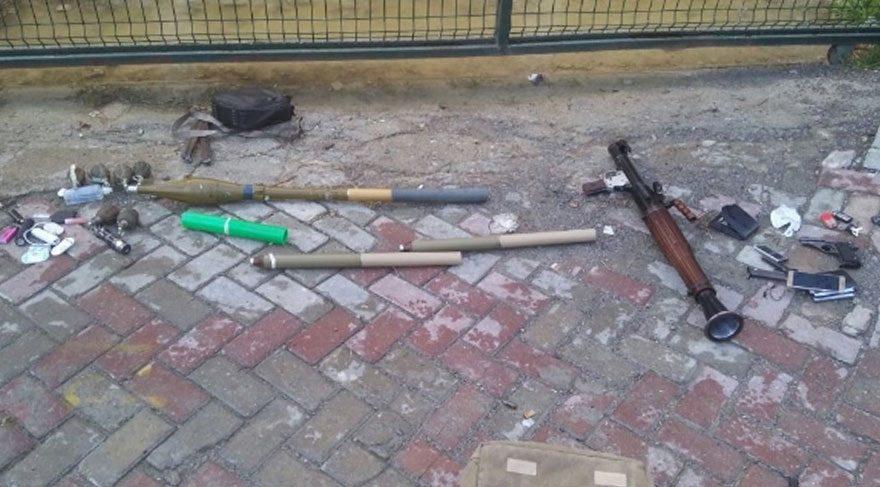 Yanlarında da 2 adet kaleşnikof tüfek ve 8 el bombası ele geçirildi.