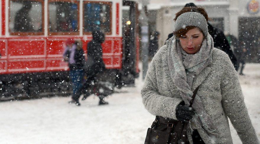 İstanbul'da yarın okullar tatil mi? İstanbul'da kar yağışında son durum